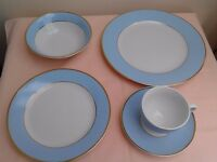 Doulton Dinner Service - 20 pieces in perfect condition