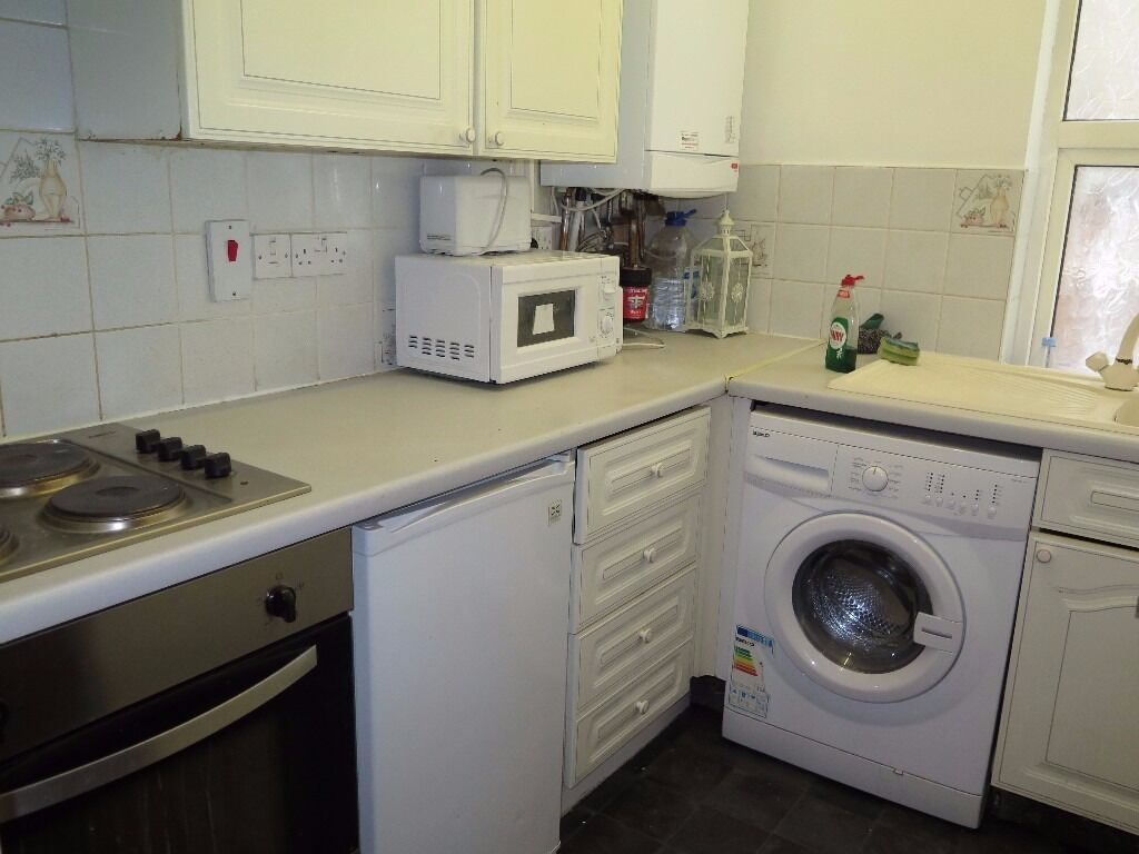 A Spacious Two Bedroom Flat in Arnos Grove