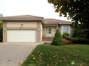 $949,000 - Bungalow for sale in Midland