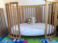 Stokke Sleepi cot/toddler bed + Sleepi mini crib + Extras