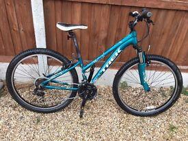 Girls Teen Ladies Trek Skye Mountain Bike - 13 inch frame and front suspension