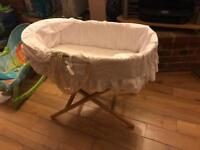 New Moises basket with stand