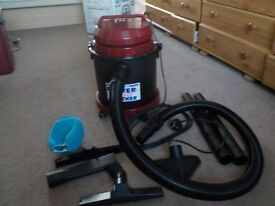 SEALEY WET & DRY VACUUM CLEANER - 15 LITRES - 1100W - PC150 - NEVER BEEN USED