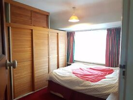Double Bedroom (5mins from Hayes Town)
