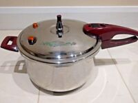 HCX PRESSURE COOKER WITH STEAMER VERY GOOD CONDITION- 10Lit Capacity