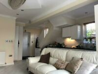 Single and double room, short or long term, in 3 bedroom house, 2 bathrooms! Lounge/Gardens