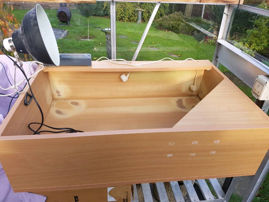 Wooden pet reptile house box with lighting ballasts complete set up