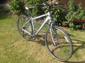 """Gents Apollo Front suspension Road Bike, 28""""(700)Alloy wheels,18"""" lightweight Frame,21 Shimano gears"""