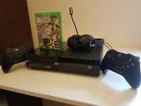 Xbox1 for sale( 2controllers, headset and 2 games)