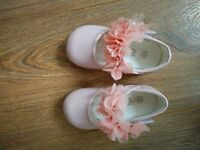 Size 6 (infant) Elegant pink shoes with flower strap