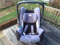 Britax Romer 0-13kg and 2 Isofix bases