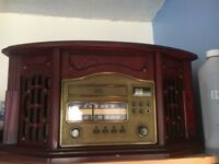 Vintage looking,CD player vinyl cassette and radio all in one