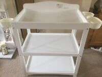 Baby change unit with 3 organiser cups, 2 shelves and a mat