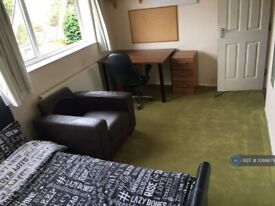 5 bedroom house in Britten Close, Colchester, CO4 (5 bed) (#1086679)