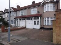 specious 2 bed house in dagenham, RM9. Rent £1300 PCM