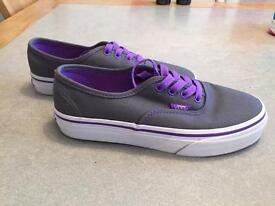 Vans Trainers for kids size 1, very good condition