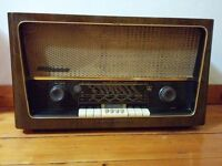 Vintage (1950s) valve radio, good cosmetic condition but not working