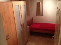 Single room available now, 10min walk to Barnes Train Station *** no extra ***