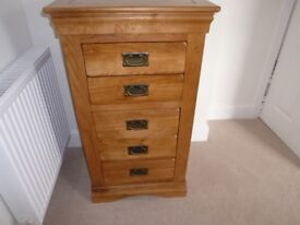 Tallboy chest of drawers in oak