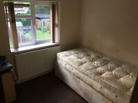 3 DOUBLE BEDROOMS AVAILABLE FROM 29TH OCTOBER £100 A WEEK EACH