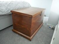 OLD WOODEN CHEST / OTTOMAN
