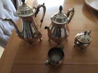 Tea/coffee serving set