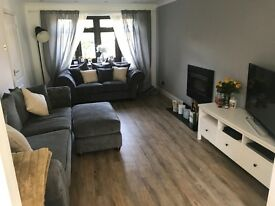 Large double bedroom to rent in large house in Hatch Warren