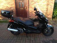 2011 Yamaha X-Max 125 scooter, new 1 year MOT, low miles, top box, service history, bargain, xmax ,,