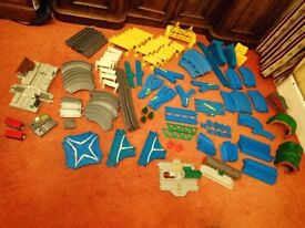 TOMY Thomas and Friends RAIL and ROAD 200+ pieces