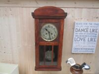 1920 VINTAGE OAK WALL CLOCK, WORKING WITH KEY CHIMING ON THE HOUR AND HALF HOUR.