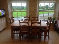 Kitchen table and 6 chairs. 180 x 90 (not extendable).