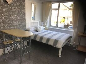 GORGEOUS DOUBLE ROOM FOR SINGLE PROFESSIONAL £480