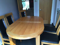 Beautiful Oak Dining Table and Chairs in Excellent Condition.