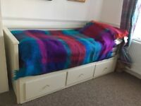 Excellent Ikea day bed/sofa bed