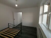 Wide Double Room in a new/modern house with garden E13