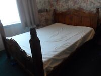 ANTIQUE VINTAGE KING SIZE BED SOLID WOOD BASE & MATTRESS IN GOOD CLEAN CONDITION DELIVER