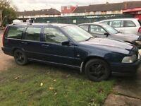 Volvo V70 Classic 2435cc Petrol 5 speed manual 5 door estate W Reg 31/03/2000 Blue
