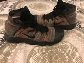 Basketball shoes men's size 10