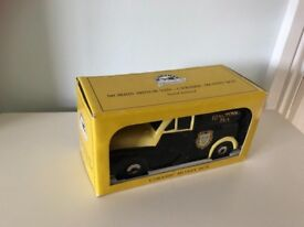 Ringtons Morris Minor ceramic money box
