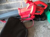 Garden leaf blower and vacuum comes with collection bag long lead used twice vgc gwo