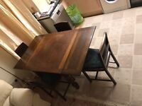 Beautiful Victorian Dining Table (Extendable) and 4+1 Chairs