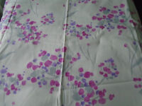 NEW UNUSED COTTON FABRIC REMNANT PRETTY FLORAL 1 YD 34 INS X 57 INS WIDE SUIT CUSHION SEATING BAGS