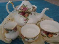 Royal Albert Old Country Roses, teapot set