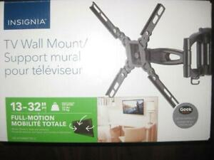 Insignia 13 - 32 Full Motion TV Wall Mount Bracket For Flat Panel / LED / 4K TV / Display Monitor. Extended Swivel Arm