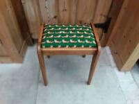 LOVELY VINTAGE WOODEN OAK STOOL PRETTY FOX FABRIC TOP DECO DRESSING TABLE DESK PIANO CHILD'S STOOL