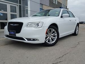 2015 Chrysler 300 Touring *Leather/Sunroof/Nav/LOW KMS