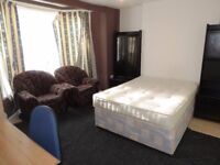 Cathay`s Terrace, Cathay`s. Large Basement Flat. Ideal For all University Campuses and City Center.