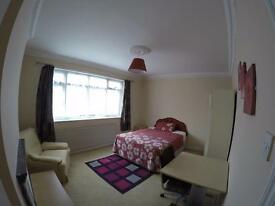 Master Room to rent in Stratford (For a Female)