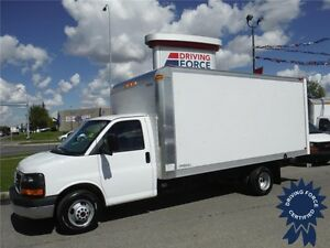 2015 GMC Savana 16ft Cube Van - 18,562KM - Cargo to Cab Access