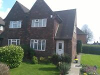 Beautiful 3 bed house with lovely Garden & Garage